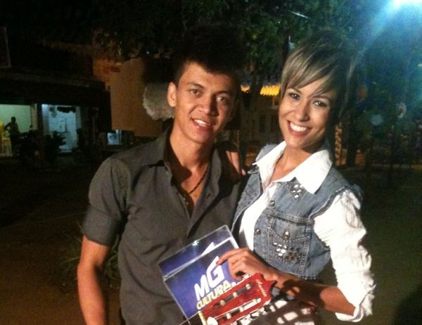 Suzana Siega entrevista o cantor Flávio Lins (Foto: Geraldo Humberto)