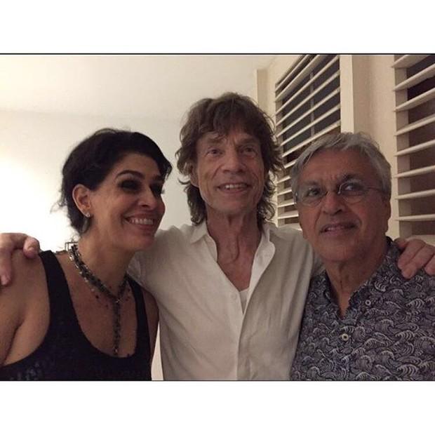 Mick Jagger com Caetano Veloso e Paula Lavigne (Foto: Reprodução/Instagram)