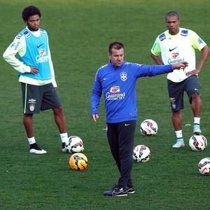 Dunga treino da Seleção Brasileira (Foto  Bruno Domingos   Mowa Press) f457aaa84f259
