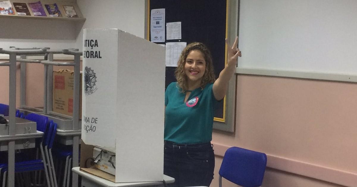 b1ba0d756a0 G1 - Carina Vitral vota em Santos - notícias em Eleições 2016 em Santos e  Região