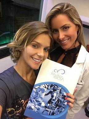 Isabella Santoni no início do tratamento para emagrecer ao lado da médica Fernanda Pedrosa (Foto: Reprodução / Instagram)