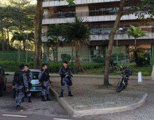 Agentes do MP e da Polícia Militar (Foto: Mariucha Machado / G1)
