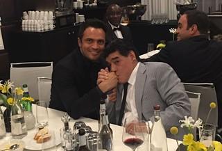 Falcão e Maradona na festa de melhor do mundo da Fifa (Foto: Arquivo Pessoal/ Falcão)