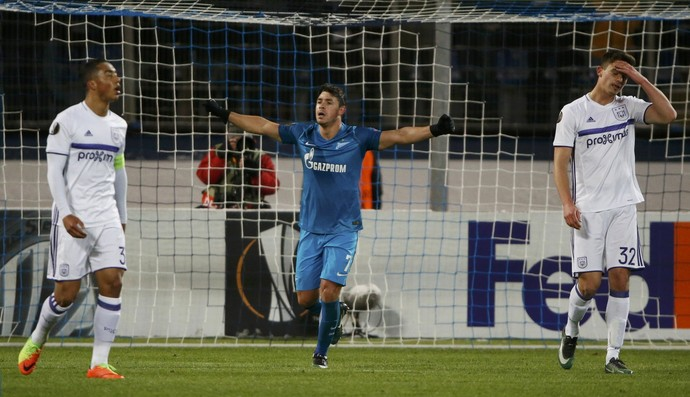 Giuliano marcou duas vezes, mas não foi necessário para a classificação (Foto: Reuters)