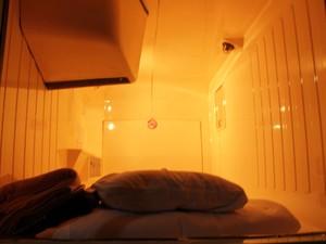 Dormitório tem cerca de 1 metro de largura por 1 de altura (Foto: Thiago Reis/G1)