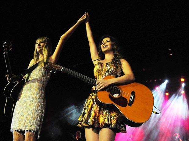 Taylor Swift com Pauloa Fernande (Foto: Alexandre Durão / G1)