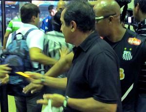 Muricy Ramalho chegada Santos Santa Cruz de la Sierra (Foto: Marcelo Hazan / Globoesporte.com)