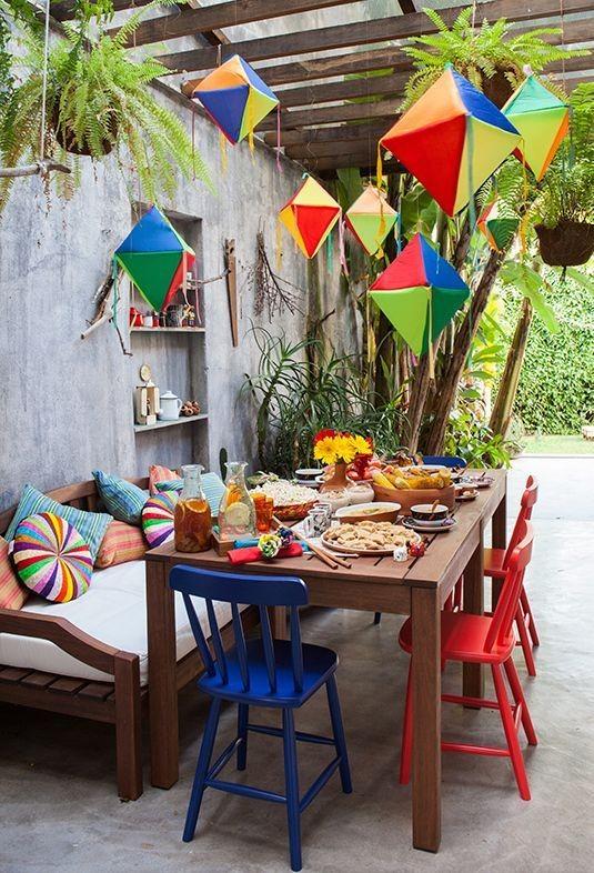Mesa com balões (Foto: Pinterest)