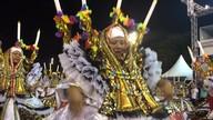 Baianas rodam suas fantasias no desfile da Acadêmicos do Tucuruvi