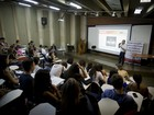 Evento ajuda estudantes na escolha da profissão em Santos, SP