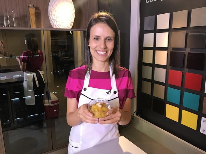 utricionista Manoela Menegazzo ensina receita de sorvete de manga e gengibre  (Foto: RBS TV/Divulgação )