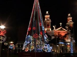 Praça Santuário Decoração Natalina (Foto: Reprodução/ TV Liberal)