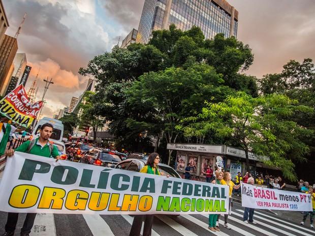 Manifestantes contra Lula fazem protesto em frente ao Masp na Avenida Paulista (Foto: Daniel Teixeira/Estadão Conteúdo)