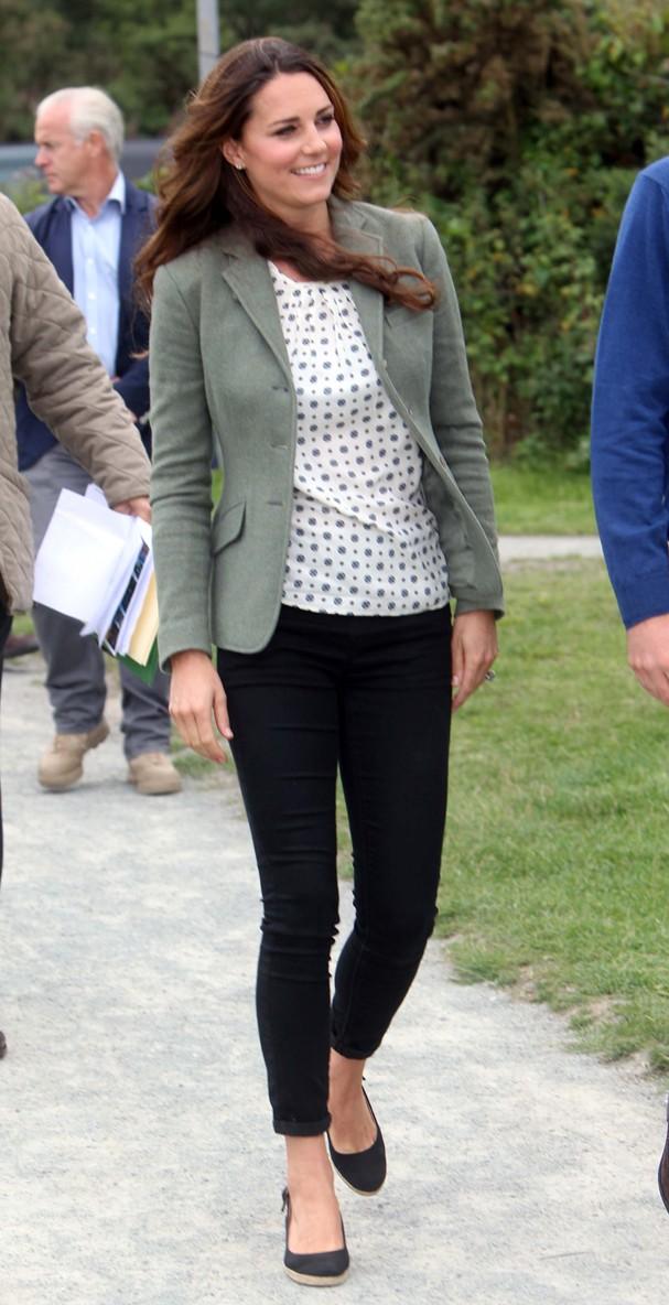 Kate faz sua primeira aparição em evento após o nascimento do príncipe George (Foto:  Paul Lewis - WPA Pool/Getty Images)