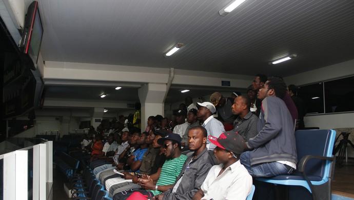 Haitianos Avaí (Foto: Guilherme Lopes/Avaí F.C.)