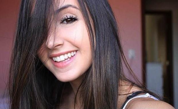 Aos 16 anos, Mariana Nolasco faz vídeos caseiros de covers ao violão que já tiveram 42 milhões de visualizações. Ela mora em Mogi Guaçu (SP) (Foto: Divulgação)