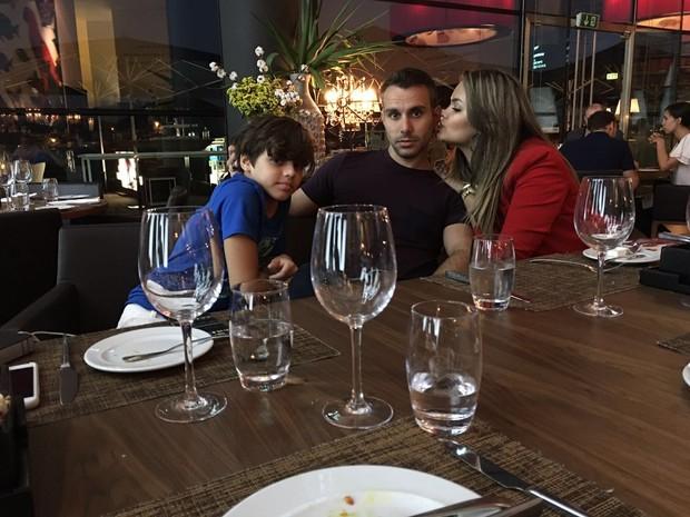 Mico Freitas com os filhos Vitor e Suzanna Freitas (Foto: Divulgação)
