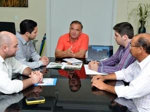 Empresários do setor de combustíveis se reuniram com o secretário estadual de Articulação Institucional e Promoção de Investimentos de Roraima (Foto: Divulgação/Secom-RR)