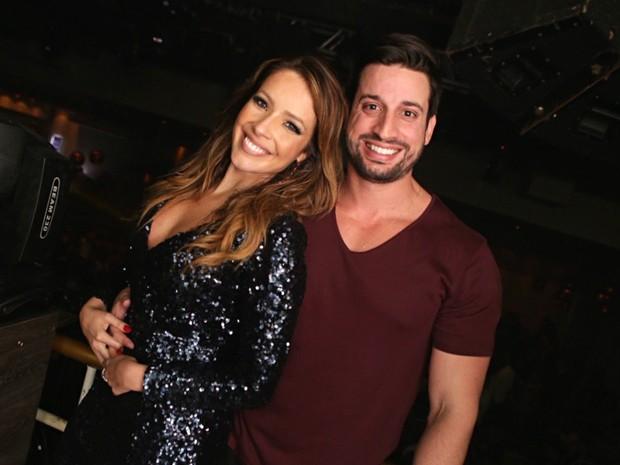 Renata Dominguez e o namorado, Márcio Bruzzi (Foto: Divulgação / Raphael Mesquita)