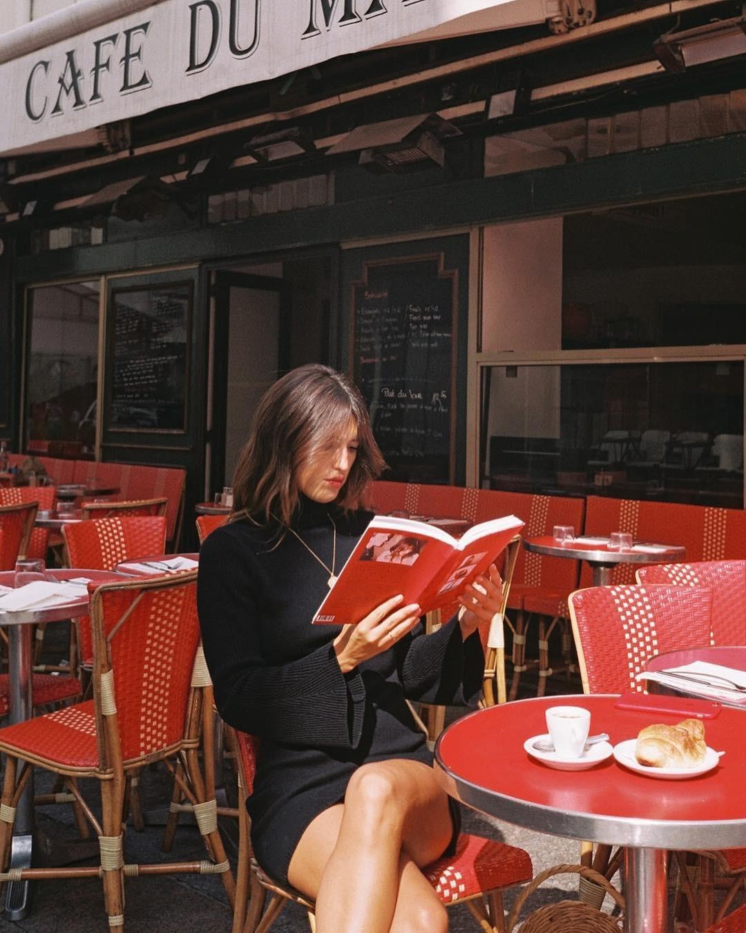 """Jeanne Damas lança livro """"À Paris"""" (Foto: Instagram/Reprodução)"""