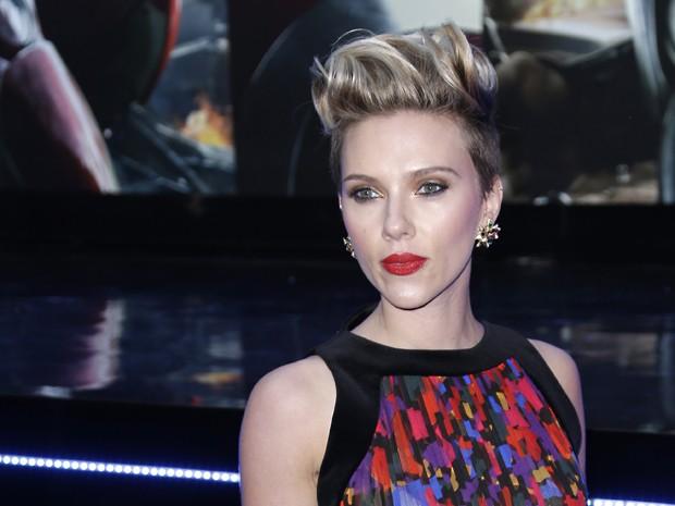 Scarlett Johansson na première de 'Vingadores: Era de Ultron' em Londres nesta terça-feira (21) (Foto: Joel Ryan/Invision/AP)