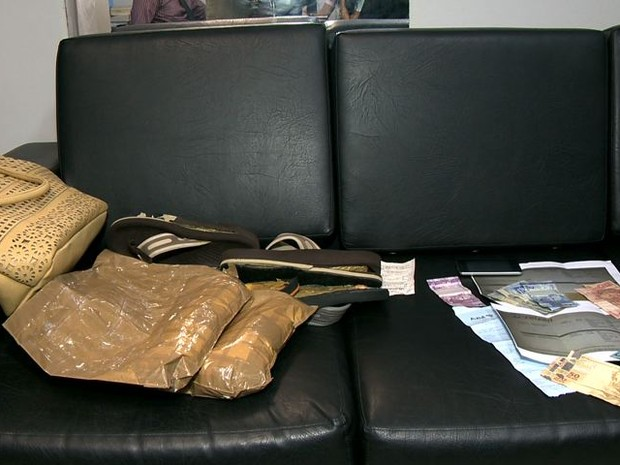 Droga encontrada com espanhola em Vitória (Foto: Reprodução/ TV Gazeta)