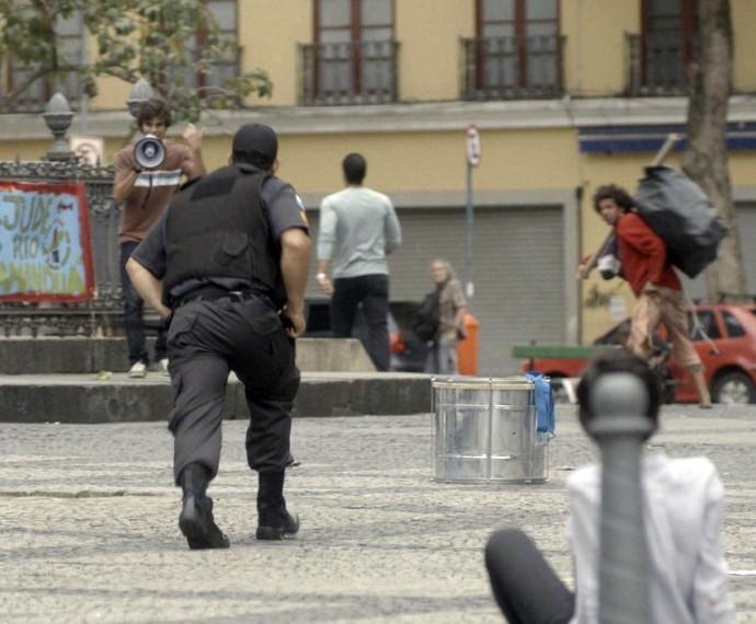 Fabinho volta às ruas preocupado com o descaso da Bastille contra o rio Tamanduá (Foto: TV Globo)