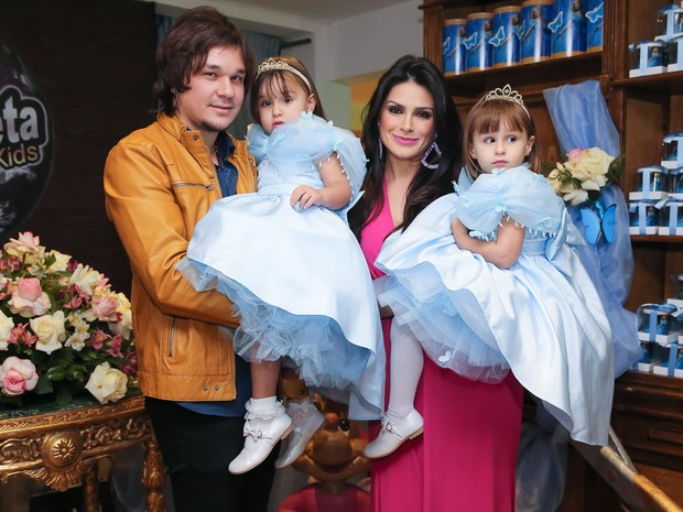 Kiara e Maya filhas de Natália Guimarães e Leandro (Foto: Manuela Scarpa/Brazil News)