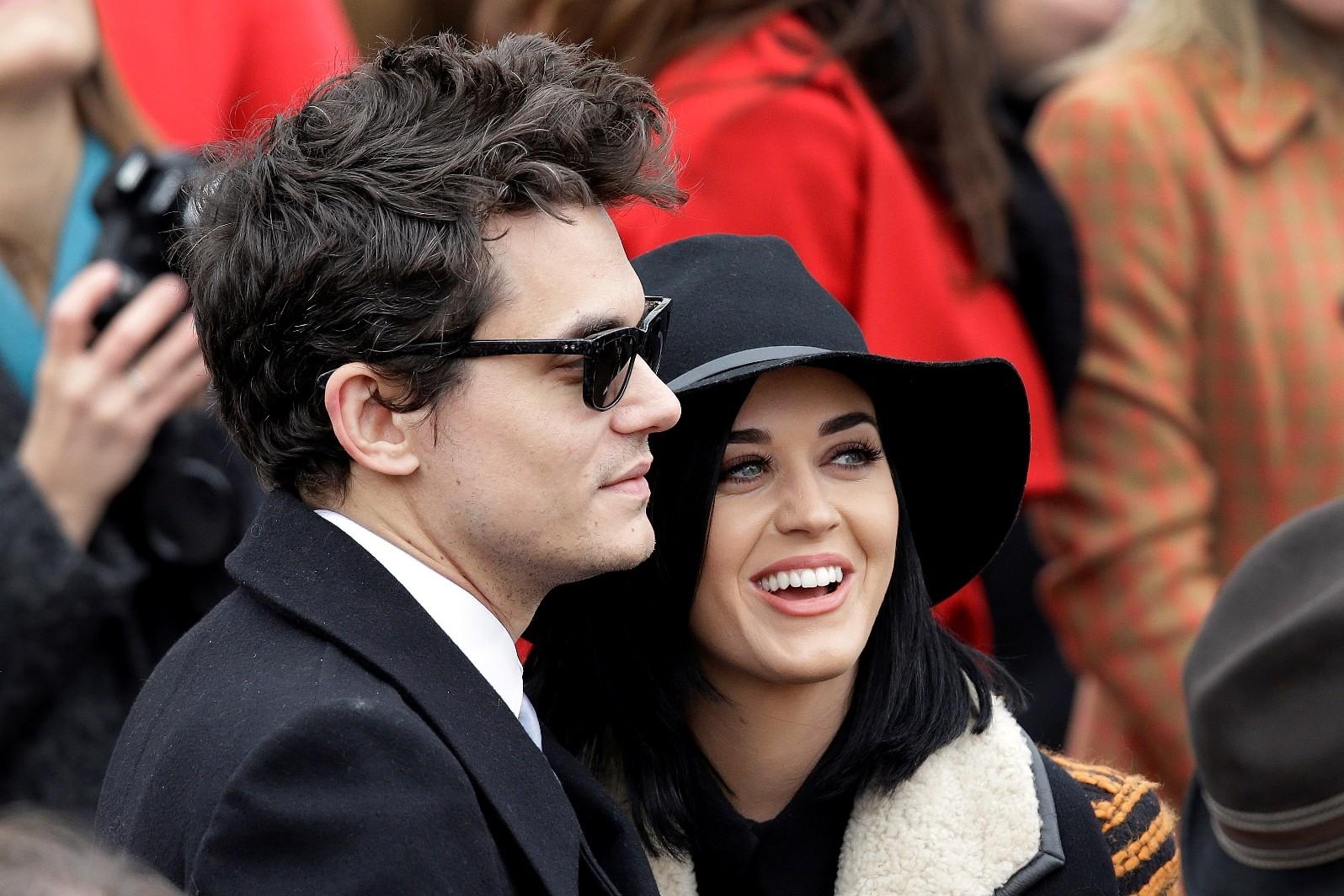Katy Perry e John Mayer juntinhos, para delrio dos fs (Foto: J Scott Applewhite/AP)