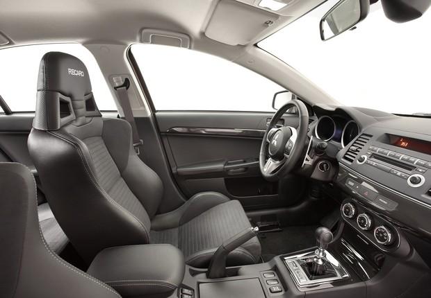 Interior do Mitsubishi Lancer Evo X John Easton (Foto: Divulgação)
