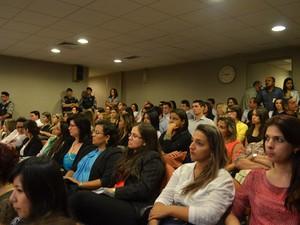 Sala onde acontece o julgamento ficou lotada  (Foto: Krystine Carneiro/G1)
