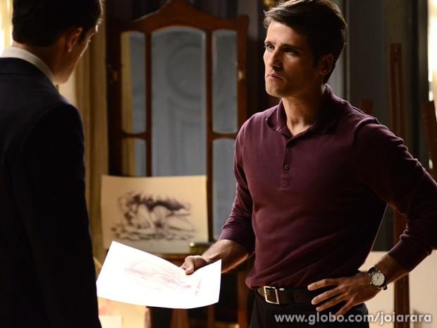 Franz vê os desenhos de Viktor e fica chocado com caso da mulher com o irmão (Foto: Ellen Soares / Tv Globo)