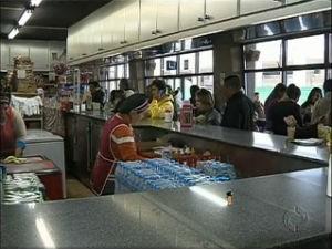 Antigos empresários da rodoferroviária tiveram que sair dos pontos comerciais (Foto: Reprodução/ RPC TV)