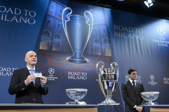 Gianni Infantino presidente da Uefa Zanetti ídolo Internazionale sorteio oitavas Liga dos Campeões (Foto: Laurent Gillieron/Keystone via AP)