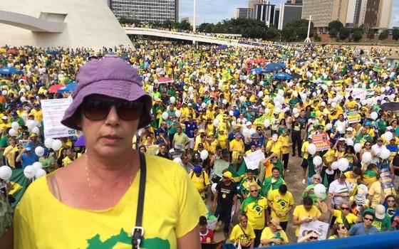 Maria Lúcia Bicudo, uma das sete filhas do jurista Hélio Bicudo, leu um discurso escrito por seu pai e pela advogada Janaína Conceição Paschoal (Foto: ÉPOCA)