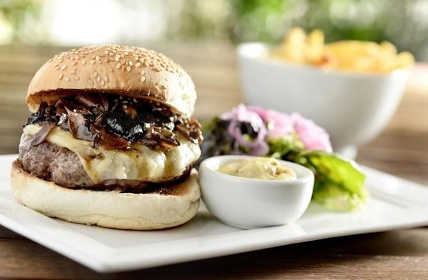 Hambúrguer com cogumelos (Foto: Divulgação)