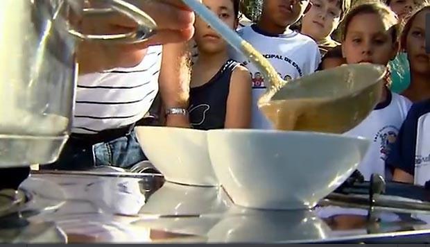 Sopa de doce de leite com amendoim (Foto: Reprodução / EPTV)