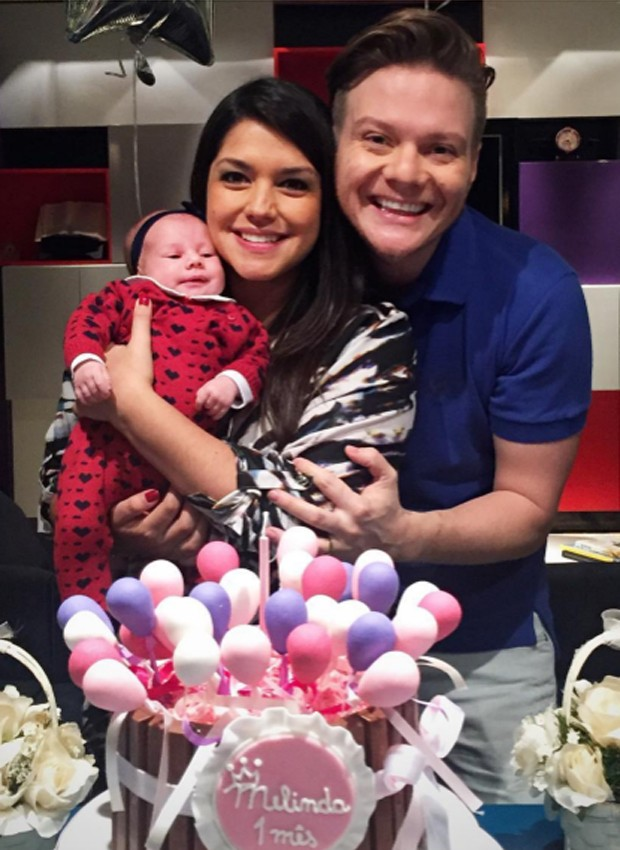 Thais Fersoza e Michel Teló com a pequena Melinda (Foto: Reprodução/Instagram)