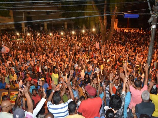 Operários durante assembleia em Salvador (Foto: Divulgação/Sintracom)