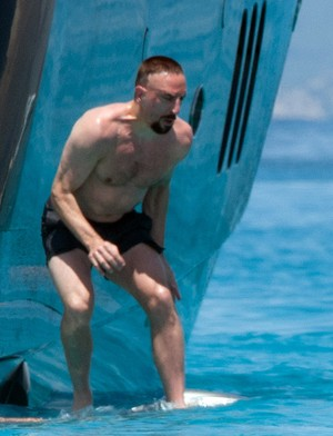 Ribéry aproveita férias em Ibiza  (Foto: Splash News/AKM-GSI )
