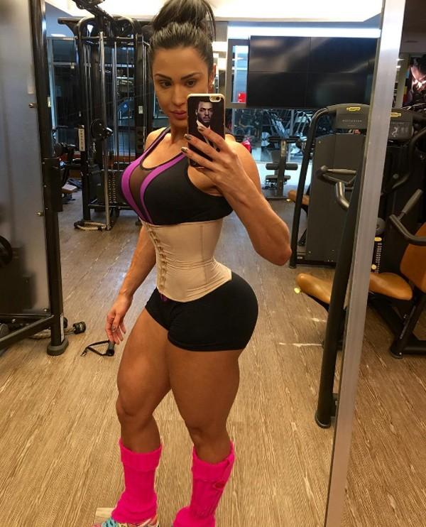 Resultado de imagem para Gracyanne Barbosa exibe cintura finíssima
