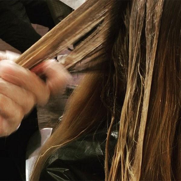 As escolas japonesas têm regras rígidas quanto a coloração de cabelos (Foto: Instagram)