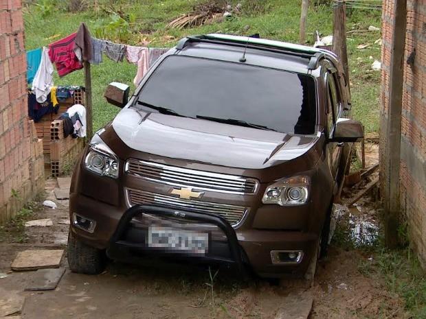 Veículo foi localizado na madrugada desta quinta (26) (Foto: Reprodução/TV Amazonas)