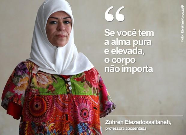 Zohreh Etezadossaltaneh nasceu sem os braços e aprendeu a escrever, pintar e jogar tênis de mesa (Foto: Ebrahim Noroozi/AP)