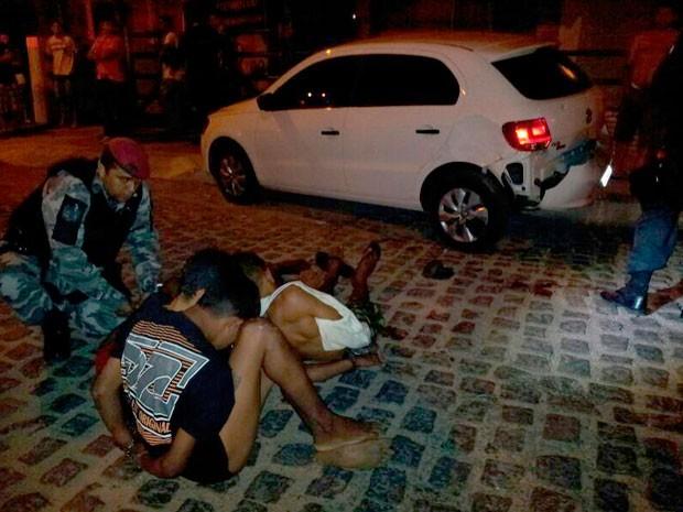 Adolescentes foram apreendidos após troca de tiros com a PM na Av. Ayrton Senna, em Natal (Foto: Henrique Dovalle/G1)