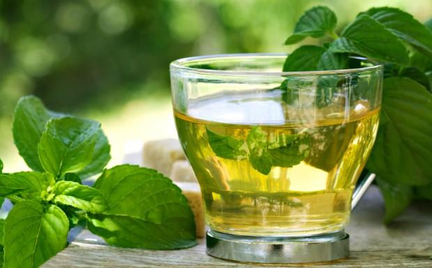 Ch da erva de hortel ajuda a amenizar a dor estomacal (Foto: Getty Images)