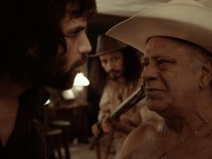 """O ator Tonico Pereira vive o vilão """"Lobo"""" (Foto: Reprodução/ Os incontestáveis)"""