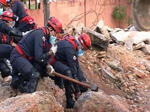 Treinamento Divinópolis Bombeiros (Foto: Reprodução/ TV Integração)