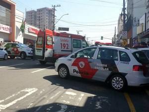 Assalto na Av. Rui Barbosa, em Piracicaba, deixou mortos e feridos (Foto: Claudia Assencio/G1)