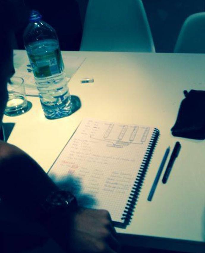 Thiago Alcântara em aula de alemão (Foto: Reprodução)